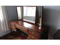 Dressing table with 5 Drawers