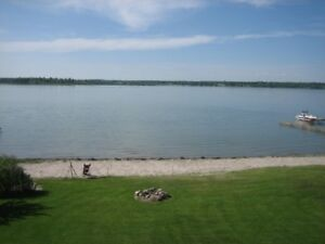Silver Sands Beachfront Executive Home- an hour from Edmonton