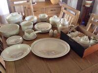 Royal Doulton 'Florinda' dinner service & tea set