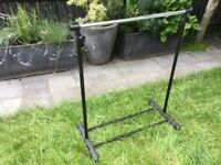 Clothes rail that is collapsible