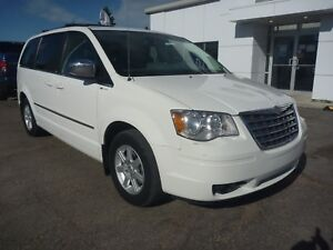 2010 Chrysler Town & Country Touring 7 Passenger, Heated Seat...