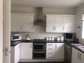 Complete Kitchen with Cooker & Hood, Fridge Freezer & Disheasher