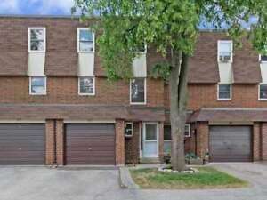 NewlyRenovated 3Br3Wr TH LowerFees GreatLocation 371 Bronte Rd S