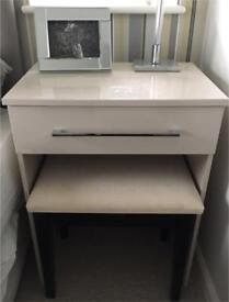 Vanity table, chair