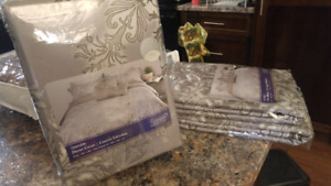King size duvet cover and 2 pillow shams