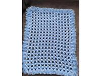Non Pom Pom blanket. Blue white.