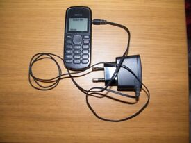 Basic mobile phone with charger