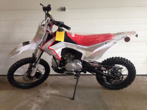 2016  Xmotos 125cc Dirt Bike Brand New in Crate Never Used!