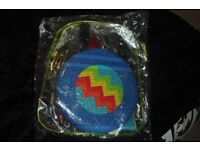 NEW AVON BEACH GAME SET IN PLASTIC RUCKSACK FRISBEE, BEACH BALL + SCOOP BALL GAME