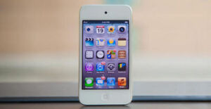 iPod Touch 4th Gen, 32GB, Front & Back Camera with charger