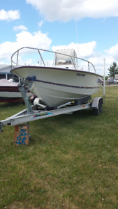 20' long x 8' width hull 2001 Capecraft centre console