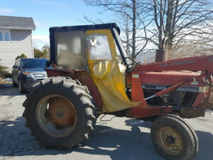 Case 495 Tractor with loader