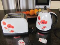 Matching Toaster and Kettle by Swan Poppy Design