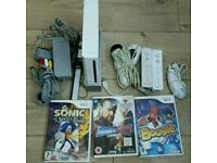 Nitendo wii complete console with 3 games