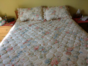 Floarl double bed bedspread with shams