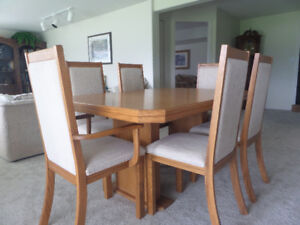 Oak table / 6 chairs and Buffet and Hutch