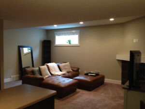 ***LEGAL*** 900 SQUARE FEET BASEMENT SUITE