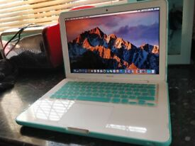 Apple MacBook 4gb ddr3/500gb hd with Sierra and Full Microsoft Office and Good Battery