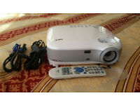 NEC Projector VT670/ With Remote / 2100 ANSI Lumen Brightness!