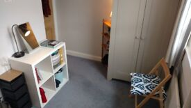 Central Bath: Bright Double Room in Family home. M-F & Full week avail
