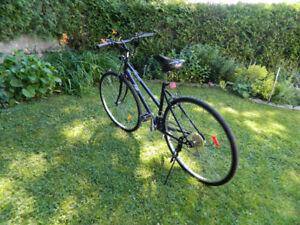 Vélo AVP Hybride ACTION VELO PLUS ,CADRAGE 18PCS ,ROUES DE 26PCS