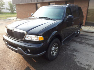 2001 LINCOLN NAVIGATOR 4X4 IN VERY GOOD CONDITION