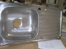 Single Bowl Stainless Steel Kitchen Sink - 750 x 400mm