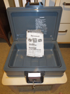 HONEYWELL FIREPROOF WATERPROOF LOCKBOX