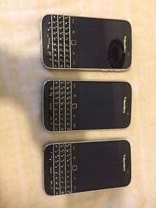 3 Blackberry classic Unlocked very clean condition