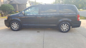2008 Chrysler Town & Country Touring Minivan LOADED