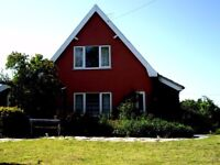 NEAR ALDEBURGH: LOVELY, ANCIENT, COMFORTABLE (no meat) SUFFOLK COTTAGE FOR HOLIDAY RENTALS