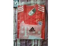 Bayern Munich home football shirt 2017-18 new with tags