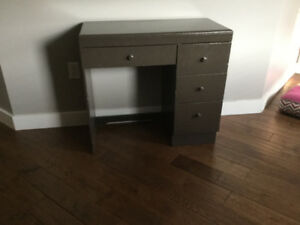 Kids desk with 4 drawers