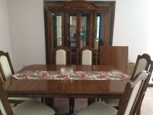 Dining Room Table, Hutch, 6 Chairs