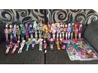 29 Monster High Doll Bundle inc Stands, Brushes & More