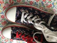 Converse navy with bow print. Size 7 (adults)