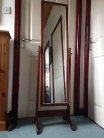 Tilting courtesan mirror