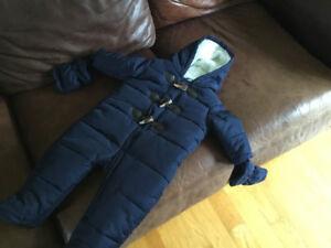 Snowsuit size 9 - 12 months