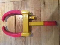Heavy duty wheel clamp & hitch clamp