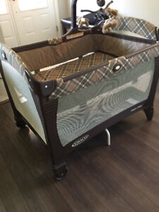 Graco packnplay with mobile like new