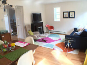 Large Executive 2 Bedroom + Den - House FOR RENT