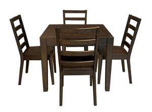 SOLID WOOD SQUARE TABLE WITH LEAF!! 4 CHAIRS!!