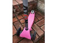 Wolv Girls scooter - suitable 4 to 8 approx
