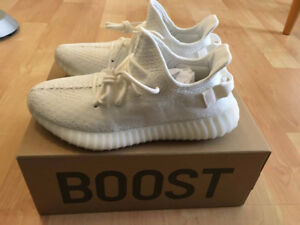 Triple White Yeezy size 9 for sale