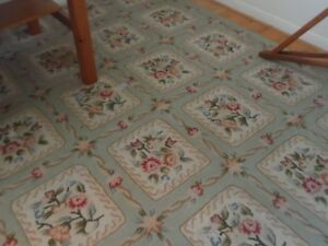Flower Patterned Looped 9x12 Area Rug