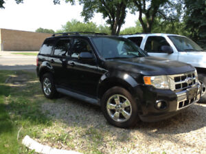 2010 Ford Escape 4x4 Loaded Heated Leather