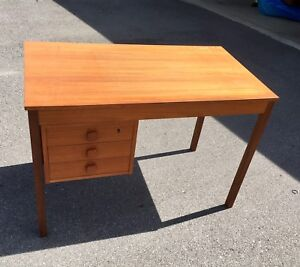 Wooden Retro Desk - Great For Students - $40 OBO