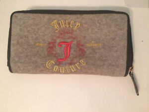 Juicy Couture zipper wallet-Great condition