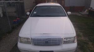 2000 Ford Crown Victoria Sedan