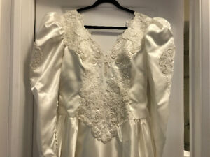 Wedding dress with bow and train